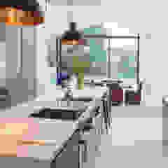Kew Road โดย IQ Glass UK โมเดิร์น