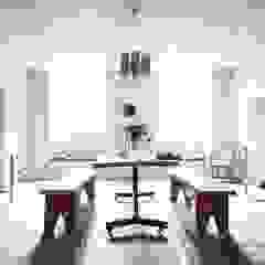 Letnie mieszkanie pod Berlinem Wiejska kuchnia od Loft Kolasiński Wiejski Drewno O efekcie drewna