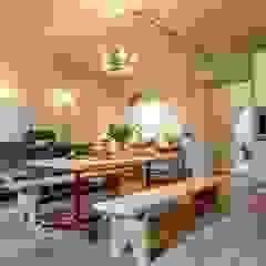 Letnie mieszkanie pod Berlinem Industrialna kuchnia od Loft Kolasiński Industrialny Cegły