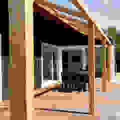 Vakantiewoning Cornelisse, Schiermonnikoog Scandinavische balkons, veranda's en terrassen van De Zwarte Hond Scandinavisch Hout Hout