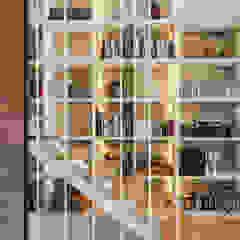 Modern corridor, hallway & stairs by Floret Arquitectura Modern