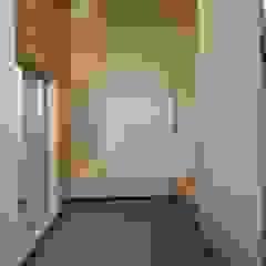 สไตล์ผสมผสาน ทางเดินห้องโถงและบันได โดย 設計工房 A・D・FACTORY 一級建築士事務所 ผสมผสาน