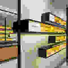 Óptica Médica Rogério – Alpendurada e Matos Lojas e Espaços comerciais modernos por XYZ Arquitectos Associados Moderno