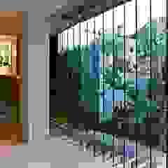 oda - oficina de arquitectura Modern Corridor, Hallway and Staircase
