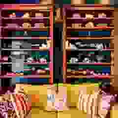 Showroom Espaços comerciais eclécticos por CUBICULUM // arquitectura & interiores Eclético Madeira maciça Multicolor