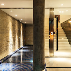 casa rg Corredores, halls e escadas modernos por grupo pr   arquitetura e design Moderno