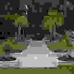 Sumeru Farmhouse Tropical style garden by ICON design studio Tropical