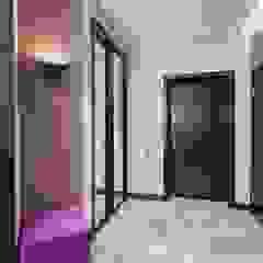 Alena Gorskaya Design Studio Couloir, entrée, escaliers minimalistes Violet
