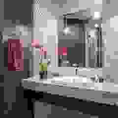 Alena Gorskaya Design Studio Salle de bain minimaliste Beige