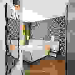 Alena Gorskaya Design Studio Chambre minimaliste Noir