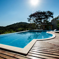 Country style pool by L2 Arquitetura Country