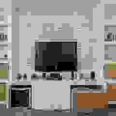 Casa Alto da Boa Vista Salas multimídia ecléticas por Alma em Design Eclético
