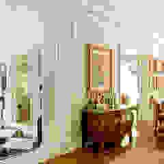 French Chateaux Paredes e pisos clássicos por Allan Malouf Arquitetura e Interiores Clássico