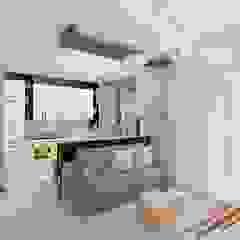 Ruang Keluarga Minimalis Oleh Дизайн студия Марины Геба Minimalis