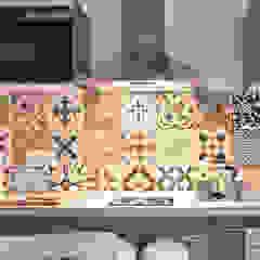 Pinar Miró S.L. Modern kitchen Tiles