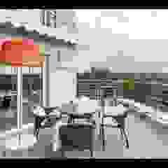 Minimalist Balkon, Veranda & Teras Строймассив Minimalist