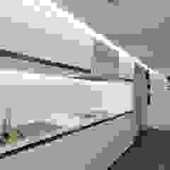 Cocina lineal Cocinas de estilo minimalista de Odart Graterol Arquitecto Minimalista Compuestos de madera y plástico