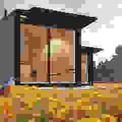 Rumah Minimalis Oleh ASVS Arquitectos Associados Minimalis
