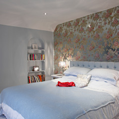 Luxury Modern Cottage Buckinghamshire Quirke McNamara Classic style bedroom Metallic/Silver