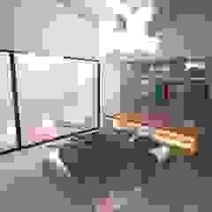 Casa J Closets minimalistas por Colectivo de Melhoramentos Minimalista