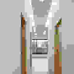 Modern corridor, hallway & stairs by studio origin Modern