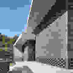 Modern balcony, veranda & terrace by studio origin Modern