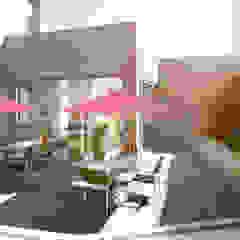 MIES GROUP Tropical style balcony, veranda & terrace