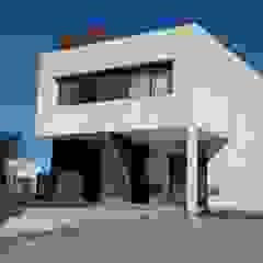 โดย BULLK Aruitectura y construcción โมเดิร์น