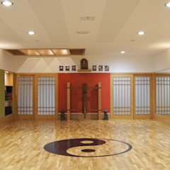 Asian style gym by Alberto Millán Arquitecto Asian Wood Wood effect