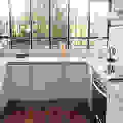 Martinez Eclectic style kitchen by Radrizzani Rioja Arquitectos Eclectic Ceramic
