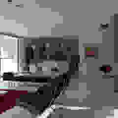 现代客厅設計點子、靈感 & 圖片 根據 MENEGHETTI ARQUITECTOS 現代風