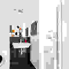 nowoczesne wnętrze Nowoczesna łazienka od Decoroom Nowoczesny