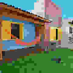 Tropical style gardens by Arquitetando ideias Tropical
