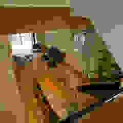 Salon original par 浦瀬建築設計事務所 Éclectique