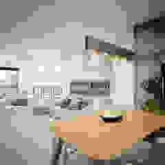 Illumination Terrace | Tai Hang | Hong Kong Modern living room by Nelson W Design Modern Wood Wood effect
