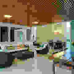 Casa Araguaia OM Varandas, alpendres e terraços modernos por dayala+rafael arquitetura Moderno Madeira Efeito de madeira