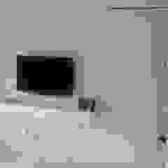 RESIDENCIA TAO GRANADOS - Mueble consola TV Mako laboratorio DormitoriosClósets y cómodas Madera Blanco