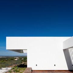 Moderner Balkon, Veranda & Terrasse von MOM - Atelier de Arquitectura e Design, Lda Modern
