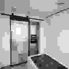 분당구 수내동 아파트 (before& after) 모던스타일 드레싱 룸 by 샐러드보울 디자인 스튜디오 모던