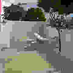 Scandinavische balkons, veranda's en terrassen van Lagom studio Scandinavisch Beton