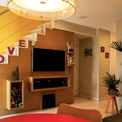 Projeto KL   Barra da Tijuca Salas de estar modernas por CORES - Arquitetura e Interiores Moderno Madeira Efeito de madeira