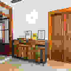 Casa Pollensa DB Pasillos, vestíbulos y escaleras de estilo moderno de ISLABAU constructora Moderno