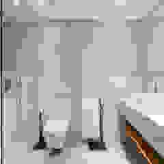 Casa Pollensa DB Baños de estilo moderno de ISLABAU constructora Moderno