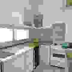 Scandinavian style kitchen by Bhavana Scandinavian