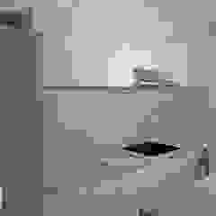 Modern Kitchen by ATHeliê Arquitetura Modern