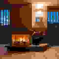暖炉のある家 和風デザインの リビング の AMI ENVIRONMENT DESIGN/アミ環境デザイン 和風