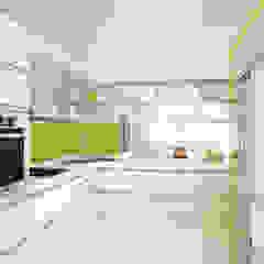 Modern kitchen by Mauricio Morra Arquitectos Modern