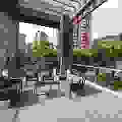 Balcones y terrazas de estilo moderno de Maria Mentira Studio Moderno Aluminio/Cinc