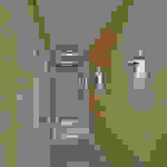 Pauline Kubiak Arquitetura Modern corridor, hallway & stairs