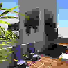 Edificio AQUALINE Balcones y terrazas modernos: Ideas, imágenes y decoración de ENGEL arquitectos Moderno